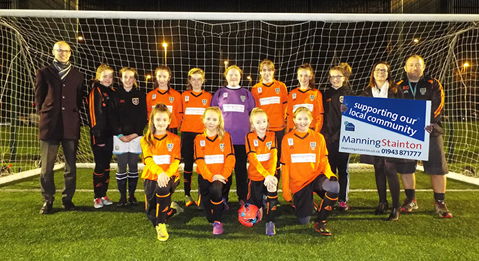 school football team group photo in front of a goal