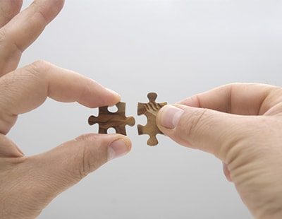 Mergers of independent agents: how to achieve completion