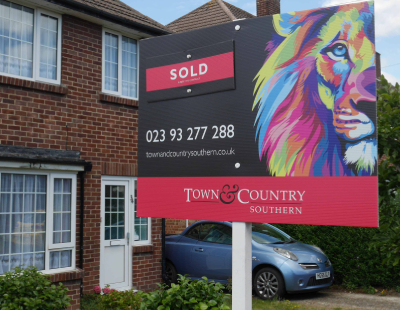 Agency backs For Sale boards and wants lion's share of the market