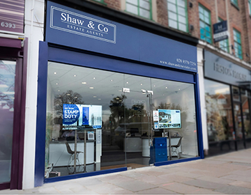 Agents capitalise on soaring high-street footfall with digital window signage